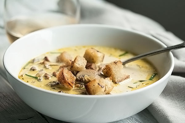 mushroom soup with croutons